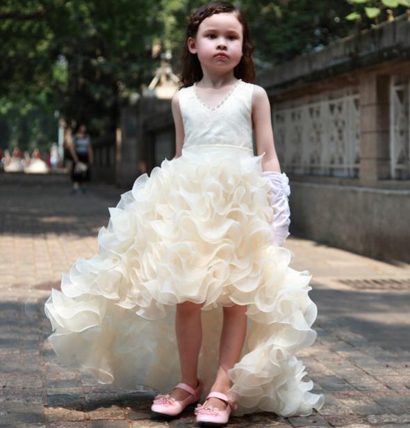 pinkvanille.ch - Blumenmädchenkleid, Designer-Kleid mit Schleppe ...
